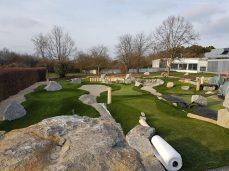 Adventure Golf Anlage auf der Liegewiese des Wolfgang-Adami-Bades.