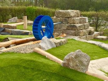 Wasserrad der Abenteuer Golfpark-Anlage